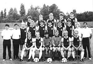 Matthias Zimmerling - Zimmerling (central) in the 1988 squad photo of Lokomotive Leipzig