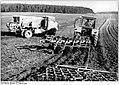 Bundesarchiv Bild 183-1989-0221-027, LPG Warin, beim Pflügen und Düngen.jpg