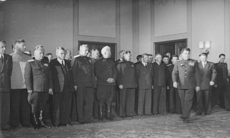 Bundesarchiv Bild 183-S90339, Berlin, DDR-Gründung, Regierung bei Tschuikow