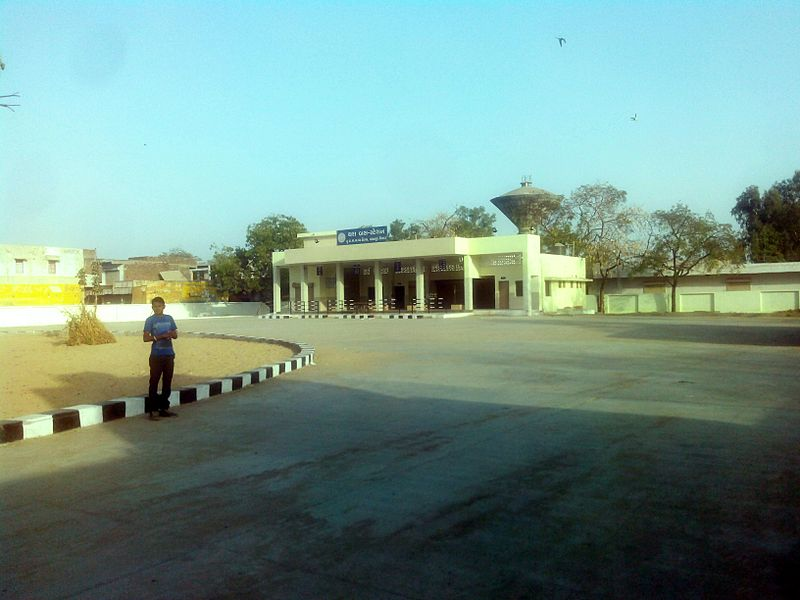 Bus Stand of Thara, Banaskantha, Gujarat, India.jpg