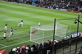 Jugada del gol de Uruguay.
