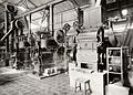 COLLECTIE TROPENMUSEUM Machines in de Olie-fabriek Gwan Hien, Tjiamis TMnr 60016889.jpg