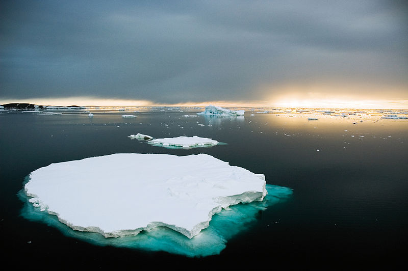 File:CSIRO ScienceImage 3972 Icebergs are formed when pieces of ice break away from the Antarctic ice sheet.jpg