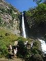 Cachoeira com cascatas.jpg