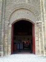 Caen chateau echiquier porte.jpg