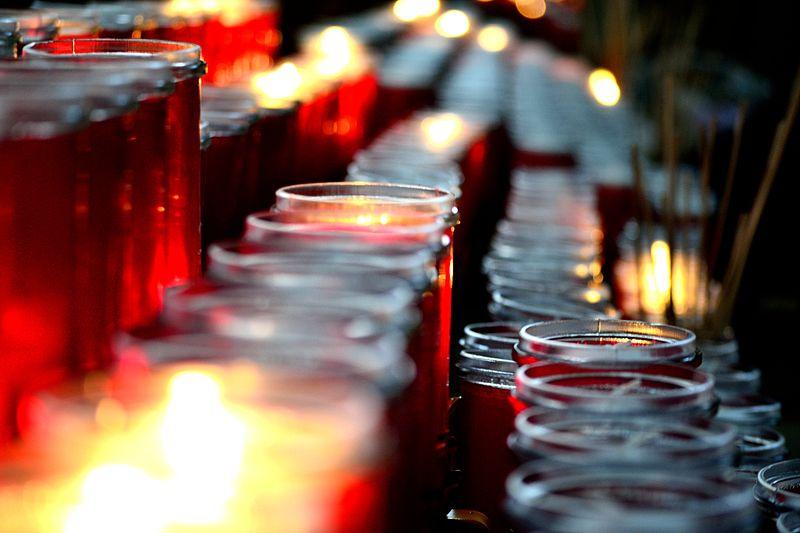 File:Candlelight (8183868075).jpg
