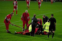 Carl-Erik Torp - cardiac arrest during match.jpg