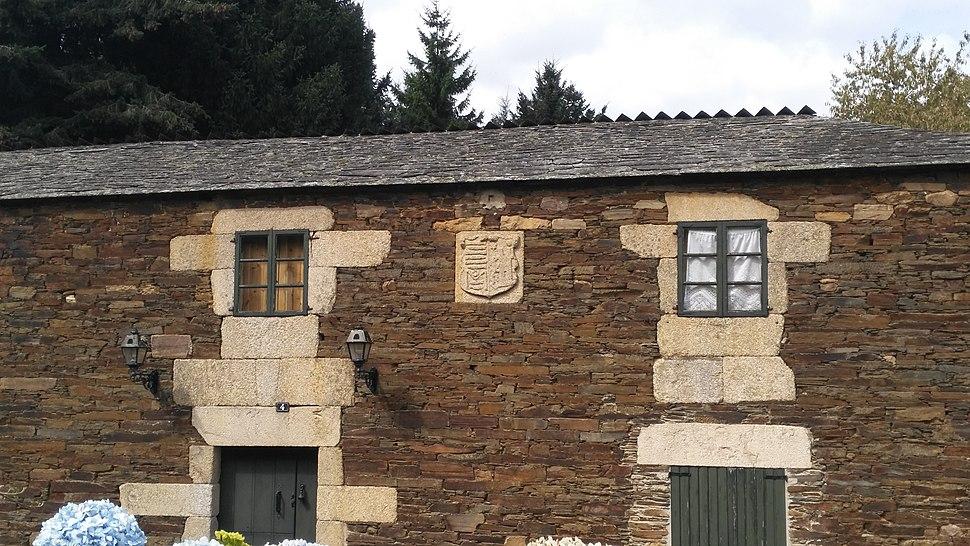 Detalle do escudo na Casa Rey-Stolle