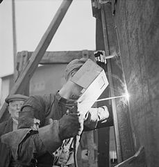 Cecil Beaton Photographs- Tyneside Shipyards, 1943 DB194.jpg