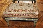 Tabouret de pied du mobilier aux épis créé par Georges Jacob en 1787. Le tissu est d'origine.