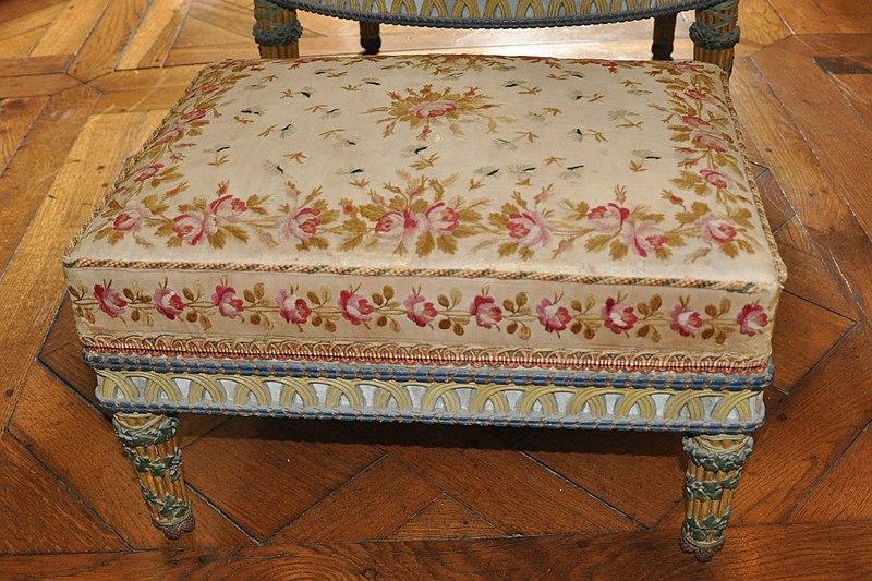 File chambre de la reine mobilier aux pis tabouret for Chambre de la reine