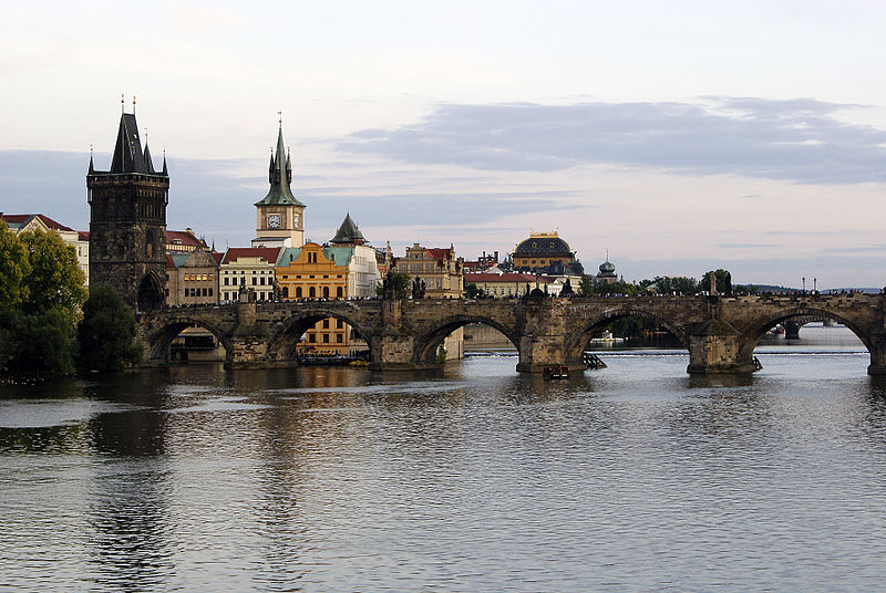 File:Charles Bridge, Prague 03.jpg
