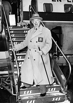 Charles Coburn, actor, USA, at Kastrup Airport CPH, Copenhagen.jpg