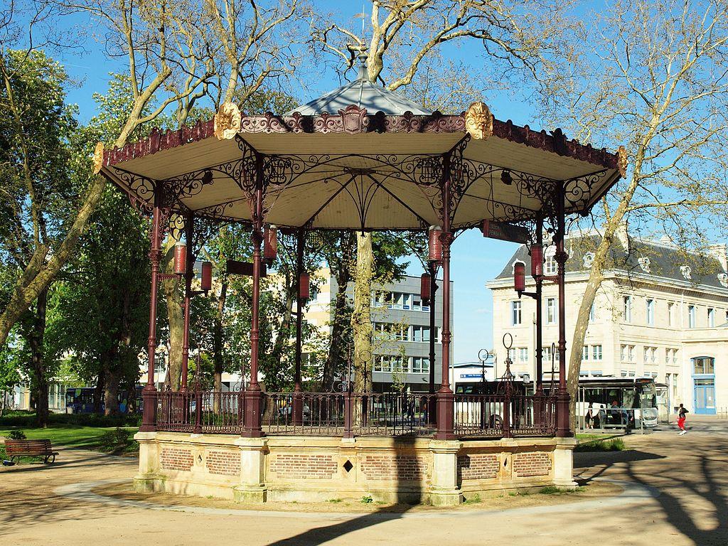 Charleville-Mézières-FR-08-kiosque de la gare-02.jpg