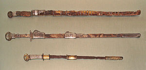 Chokutō - Image: Chinese swords Sui Dynasty top and Japanese Kofun period sword bottom about 600