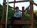 Chlapec na plošině.jpg