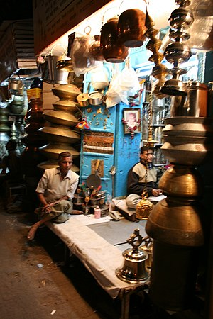Chawri Bazar - Brass shop in Chawri Bazar, Dec 2006.