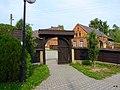 Cieszowa - brama kościoła. - panoramio.jpg