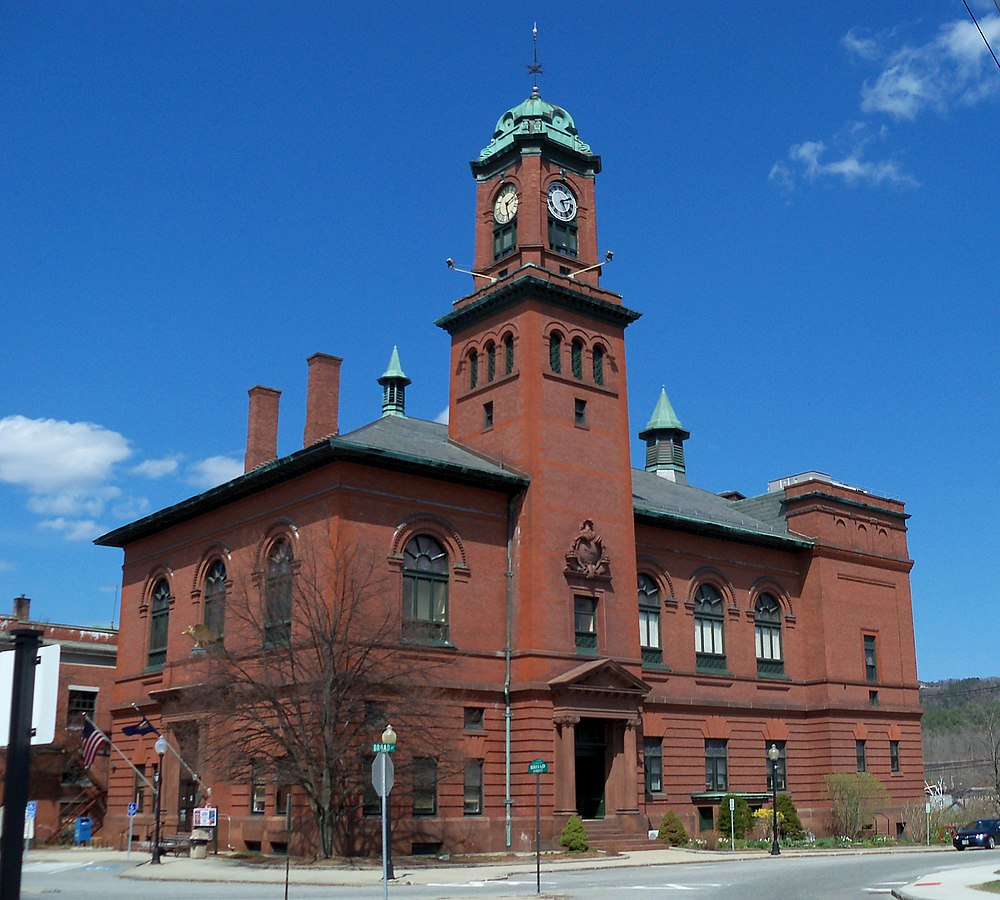 The population density of Claremont in New Hampshire is 117.06 people per square kilometer (303.18 / sq mi)
