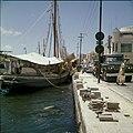 Collectie Nationaal Museum van Wereldculturen TM-20029779 Aangemeerde bark Curacao Boy Lawson (Fotograaf).jpg