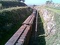 Comboio parado no pátio de cruzamento Convenção (ZFY), mas com os vagões finais ainda na linha principal - Variante Boa Vista-Guaianã km 194 em Itu - panoramio - Amauri Aparecido Zar… (2).jpg