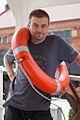 Człowiek z kołem ratunkowym.jpg