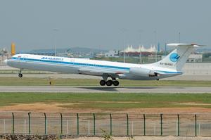 Dalavia - A Dalavia Ilyushin Il-62M takes off from Guangzhou Baiyun International Airport in 2006.