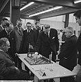 De GAK-zeskamp te Amsterdam Eerste zet van Van het Hull met links Botwinnik en , Bestanddeelnr 915-8345.jpg