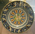 Deruta maiolica, charger with grotesque decoration on border, 1500-10 ca..JPG