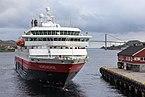 """Die """"Nordnorge"""" legt in Rørvik an.jpg"""