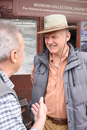 Semir Osmanagić - Semir Osmanagić speaking with a tourist