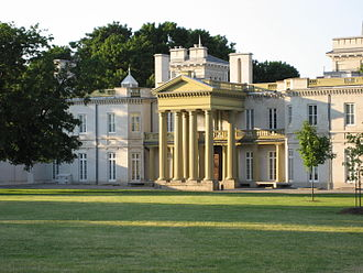 York Boulevard - Dundurn Castle at Dundurn Park. (Summer)