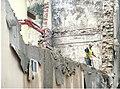 Easo kaleko etxe bat eraisten - Derribo de un edificio de la calle Easo. (23831050755).jpg