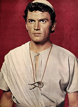 Edmund Purdom in costume for 'The Egyptian', 1954.jpg