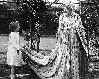 Edward Gordon Craig - Craig's daughter, Nelly Gordon, with Ellen Terry in her garden, ca. 1918