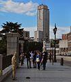 Entrada a los Jardines de Sabatini, Torre Madrid al fondo (3522628369).jpg
