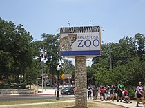 Entrance to San Antonio Zoo IMG 3110.JPG