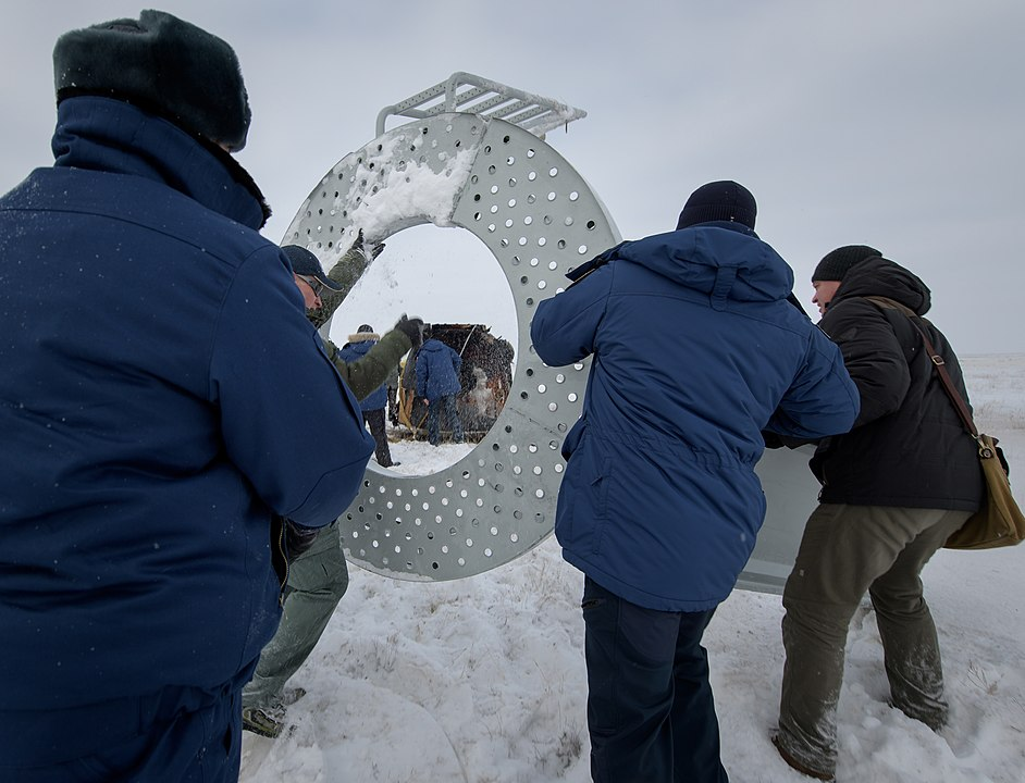 Expedition 57 Soyuz MS-09 Landing (NHQ201812200011).jpg