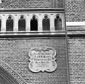Exterieur abdijkerk, gevelsteen met Latijnse spreuk boven ingangspartij - Berkel-Enschot - 20001144 - RCE.jpg