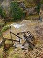 FR 17 Crazannes - Escalier cassé dans d'anciennes carrières.JPG