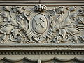 Fensterfries mit Zunftzeichen an einem Wohnhaus.JPG