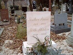 Annie Fischer - Fischer's grave in Budapest