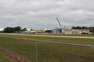 Dangriga Airport - Image: Flughafen Dangriga 01