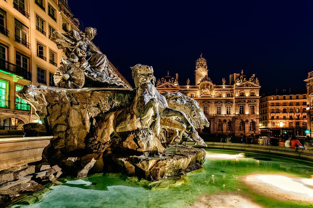 Fontaine Bartholdi sur la Place des Terreaux à Lyon - Photo de Qmin