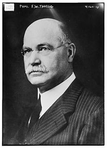 Frank William Taussig circa 1915.jpg