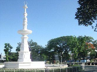 Osmeña Boulevard - Fuente Osmeña park and roundabout where Osmeña Boulevard meets General Maxilom Avenue