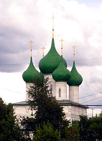 Green domes of the Fyodorovskaya Church in Yar...