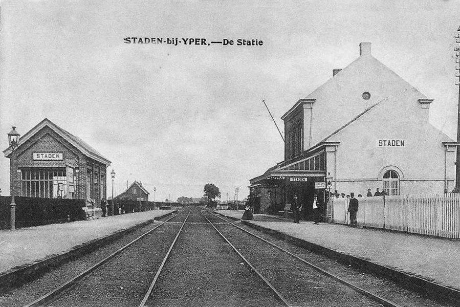 Intérieur de la gare de Staden, vers 1900.