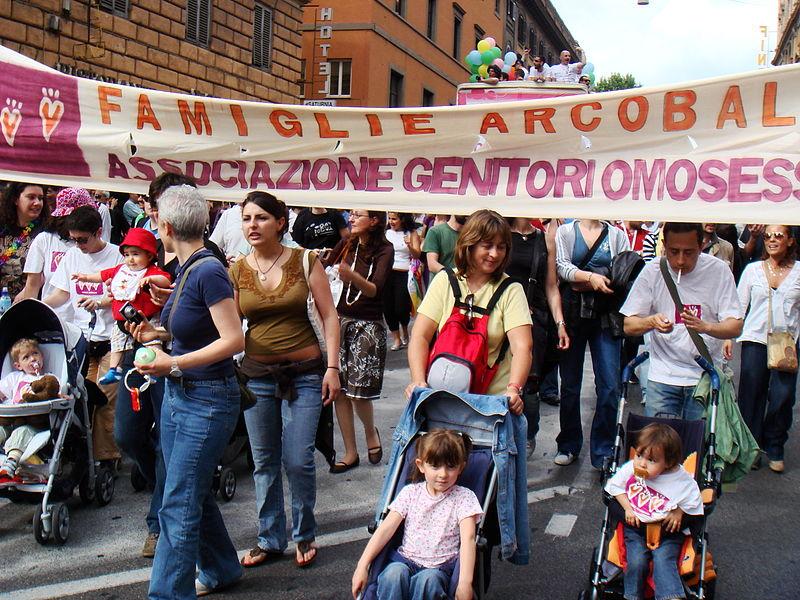 Archivio:Gay Pride roma 2008 - Famiglie arcobaleno.JPG
