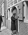 Geboortehuis van Rembrandt herbouwd aan de Weddesteeg te Leiden, mevrouw Van Kin, Bestanddeelnr 915-1573.jpg